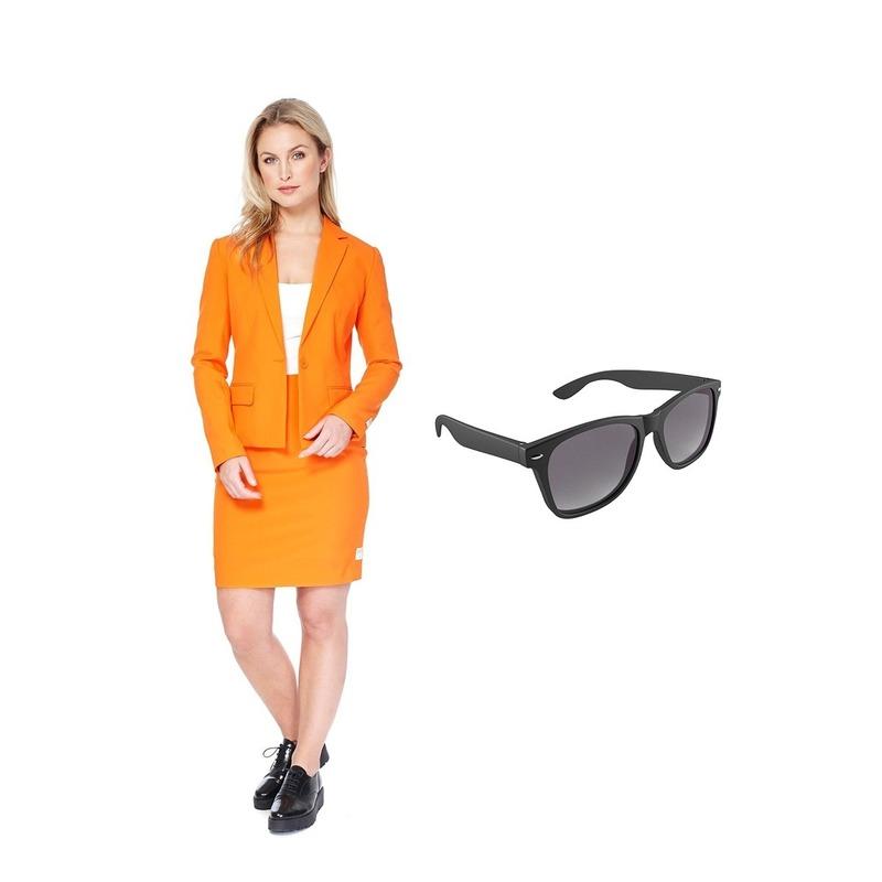 Dames mantelpak oranje maat 40 (L) met gratis zonnebril